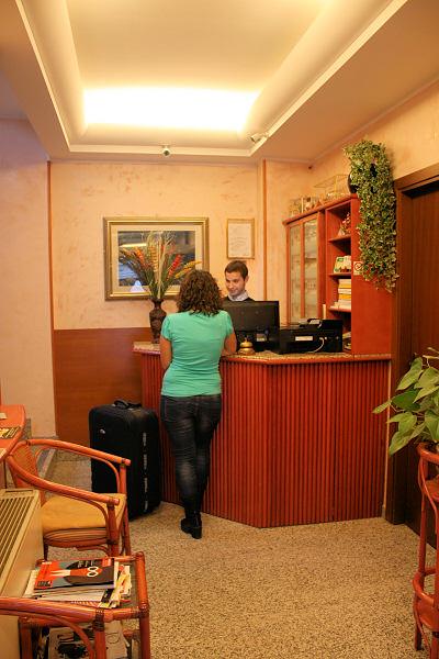 Hotel la caravella 2 stelle hotels due stelle milano - Hotel milano porta vittoria ...
